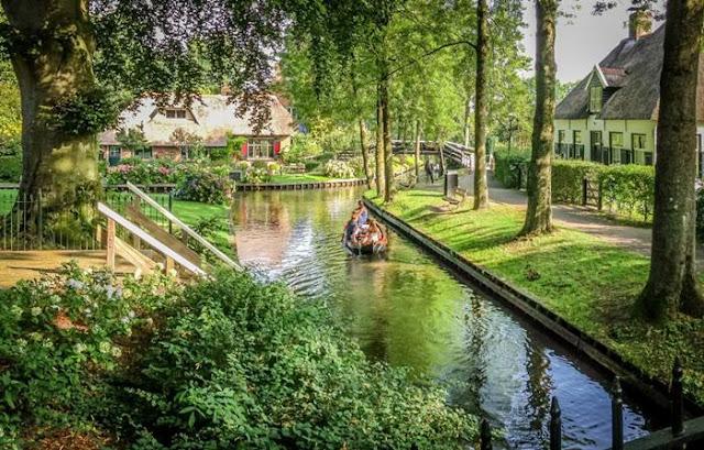 Desa Giethoorn Belanda