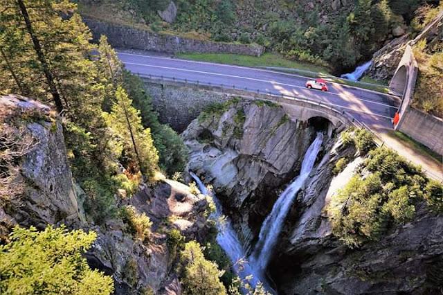 Gambar Pemandangan Alam Indah di Swiss Jembatan Gantung Gelmer Menuju Grimselpass