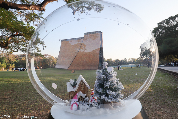 2019東海大學聖誕季|路思義教堂旁出現一顆雪景水晶球