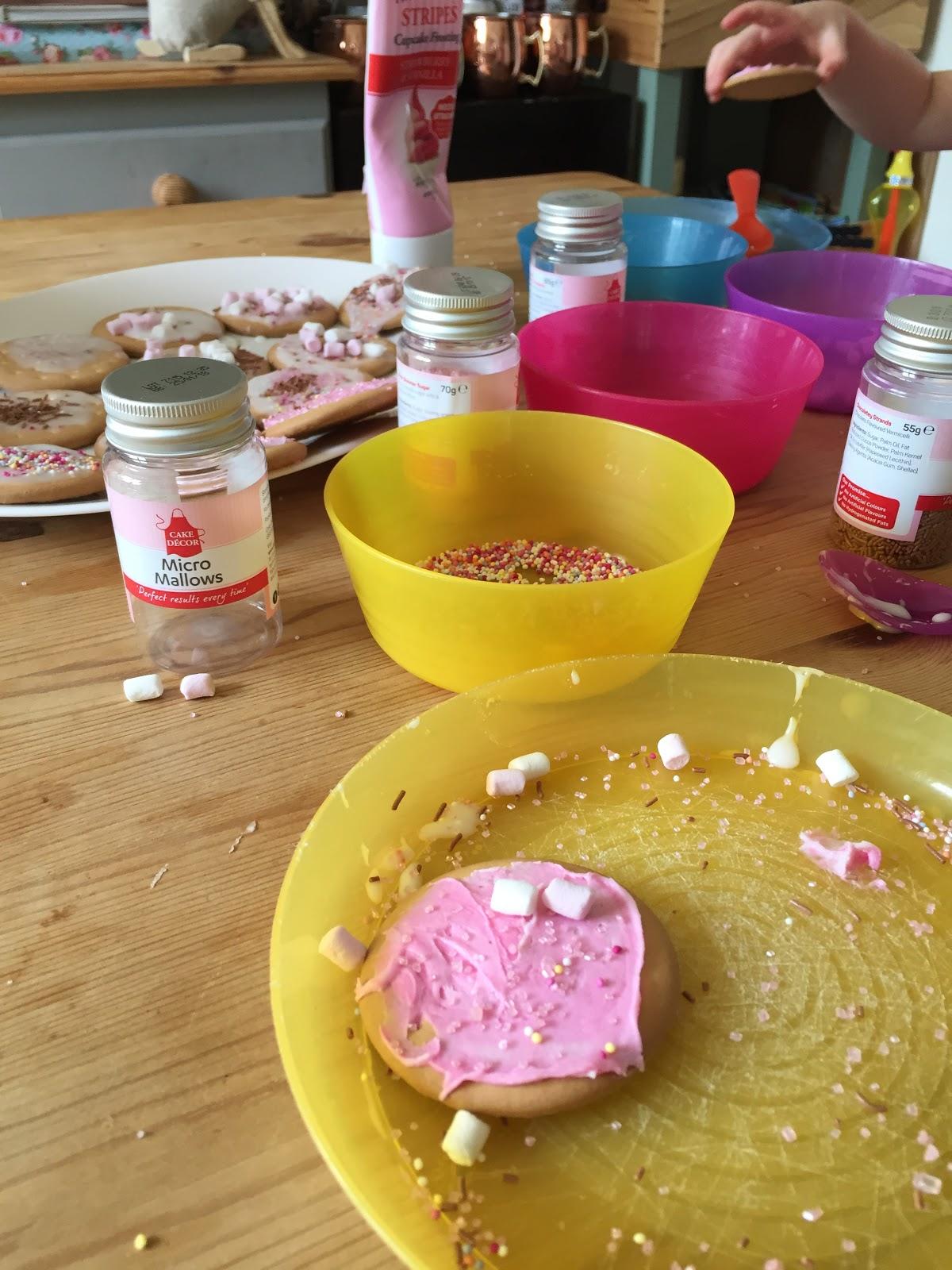 Mrs Bishop s Bakes and Banter: Stripe Cupcakes ...
