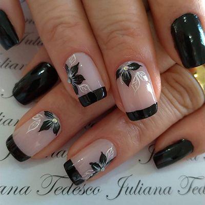 unhas pretas com flores