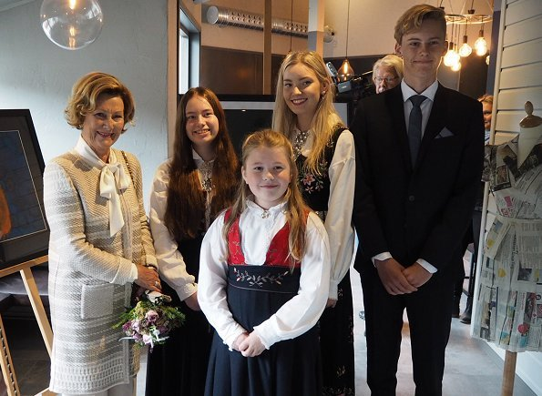 Queen Sonja of Norway received the Trysil Knut Award 2017 with a ceremony held at Fladhagen Park in Trysil