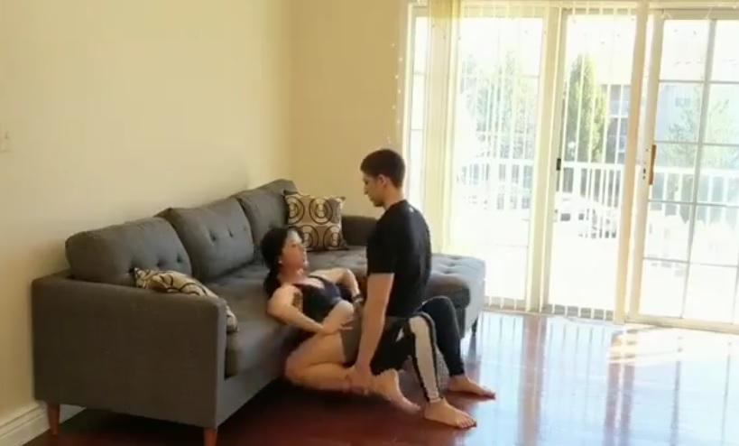[18+] Hướng dẫn các cặp đôi tập thể dục trong mùa ở nhà tránh dịch Covid-19
