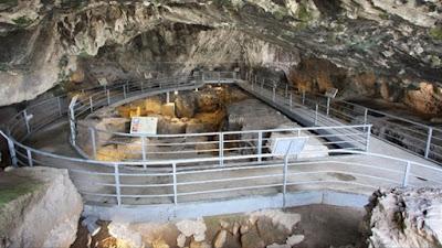 Τριάντα τρία χρόνια από την πρώτη αυτοψία στο σπήλαιο της Θεόπετρας
