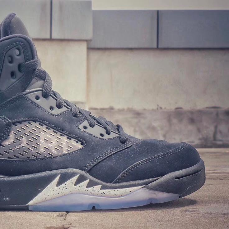 hot sale online e3cb0 83a81 Nike Air Jordan 5 Paris Saint-Germain Sneakers - Features