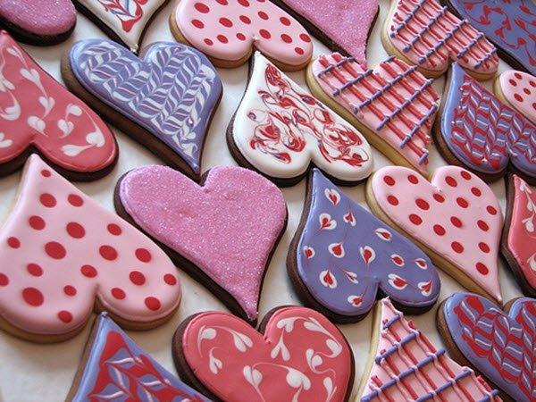 الكعك باشكال وتزيين مميز لعشاء رومانسي في عيد الحب
