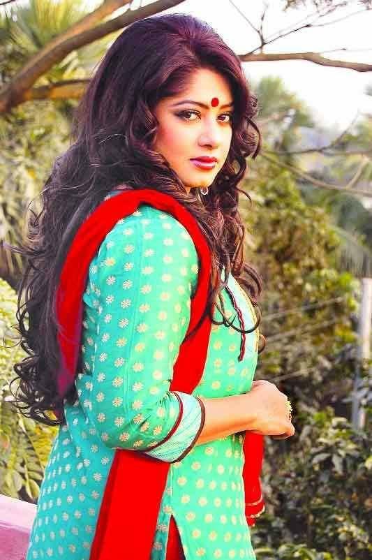 Actress Mousumi Best Photos & Short Biography 13