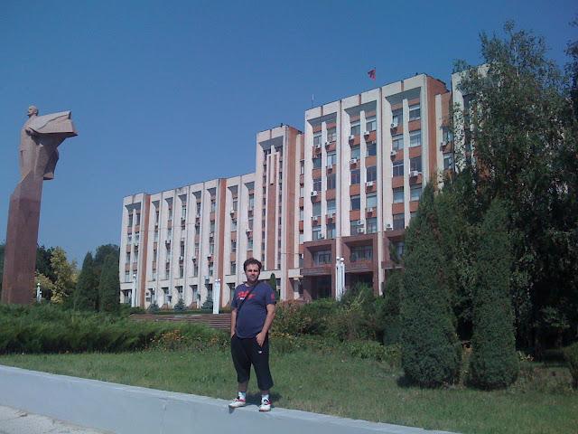 Parlamento de Transnistria , Estatua de Lenin Transnistria