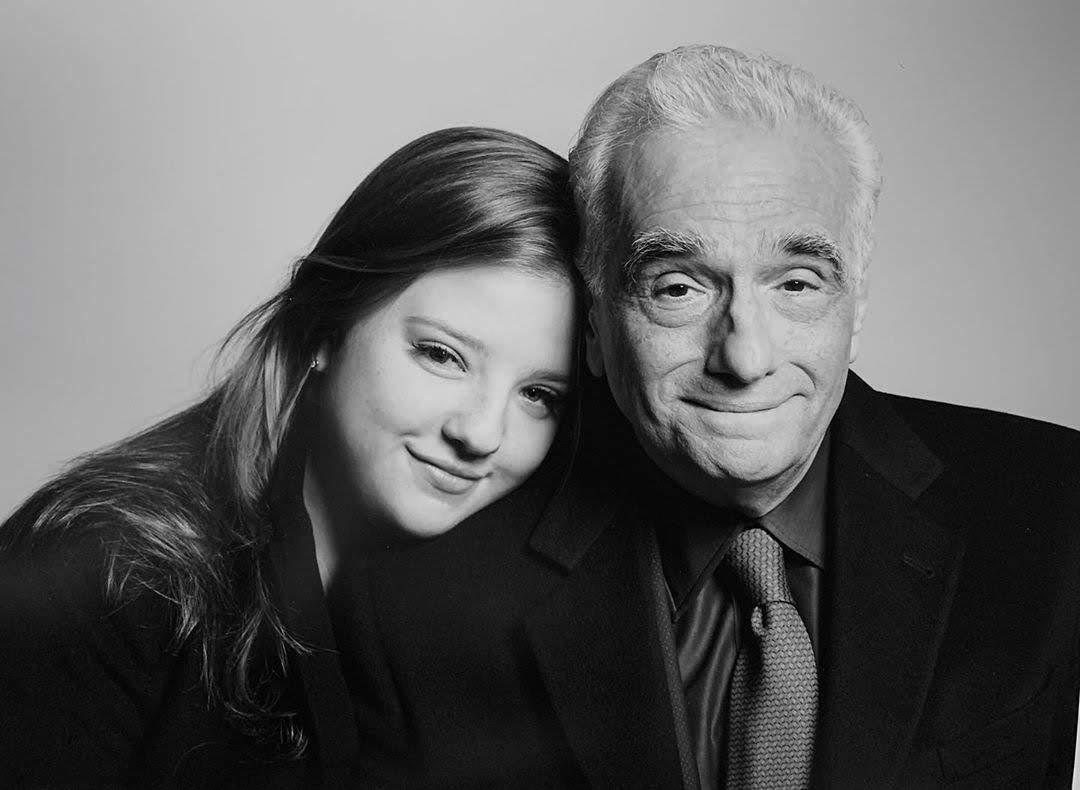 Merry Marvel Christmas from Francesca Scorsese : メリー・マーベル・クリスマス ! !、パパが大好きなアベンジャーズのラッピングペーパーで包んで、クリスマス・プレゼントをあげたよ ! ! という偉大な映画監督の父を尊敬している娘のフランチェスカ・スコセッシちゃん 19 歳 ! !