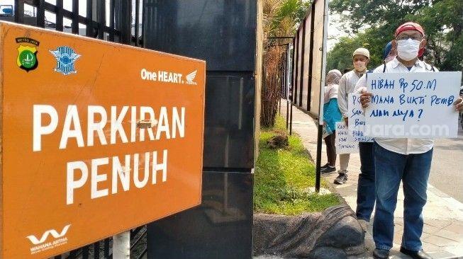 Dugaan Pungli Jenguk Tahanan oleh Oknum, Keluarga Geruduk Polrestro Tangkot
