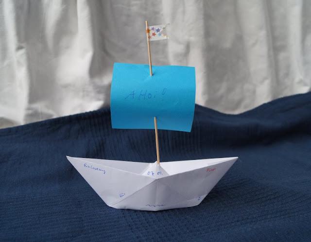 DIY: Papierschiff-Einladungen für den Kindergeburtstag basteln. Auch als Piratenschiff wunderbar einsetzbar!