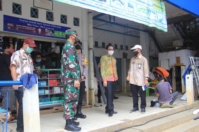 Dandim Barabai Dampingi Bupati HST Sidak Pasar dan Gudang Sembako