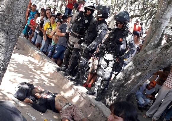 Policial reage a suposto assaltante e tiroteio deixa tatuador morto e idosa ferida, em CG