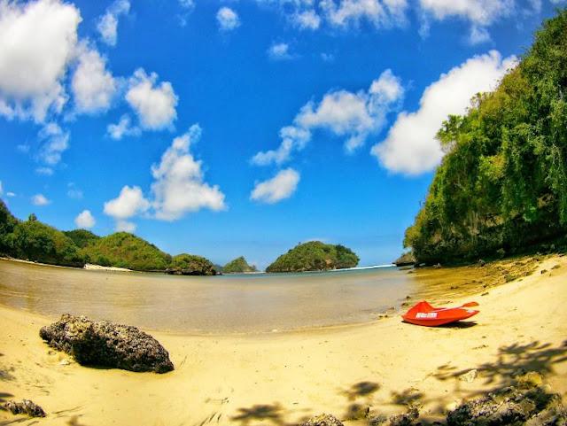 Daya Tarik Pantai gatra, pantai gatra, pantai di malang, akses ke pantai gatra, malang raya, santuy times