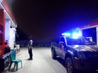 Patroli Ke SPBU, Personil Polsek Anggeraja Polres Enrekang Berikan Himbauan
