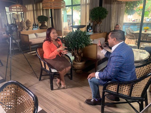 La especialista en seguridad, Carolina Ramírez mientras era entrevistada por Dary Terrero. (Fuente externa)
