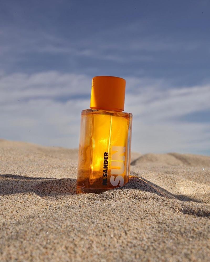 A look at the Jil Sander Sun eau du parfum bottle.