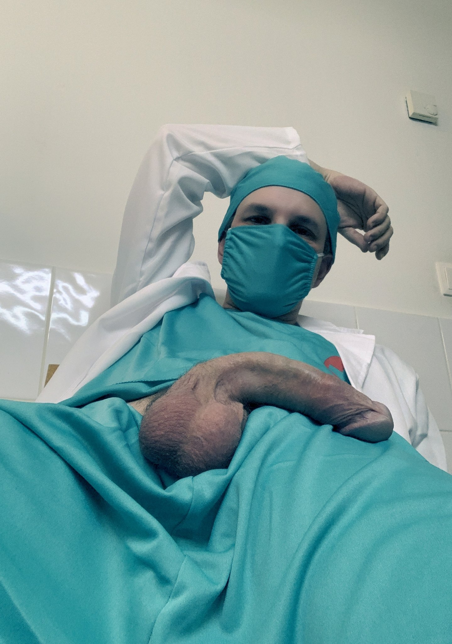 enfermero con el pene duro