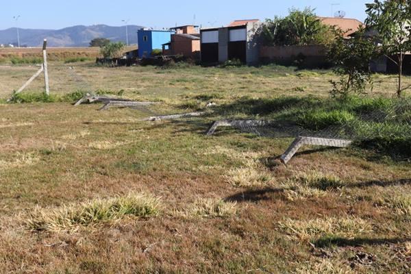 Após desrespeito a decreto, Prefeitura de Pouso Alegre paralisa manutenção em campos