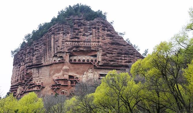 ถ้ำม่ายจีซาน (Maijishan Grottoes: Maiji Mountain Grottoes: Maijishan Caves: 麦积山石窟)