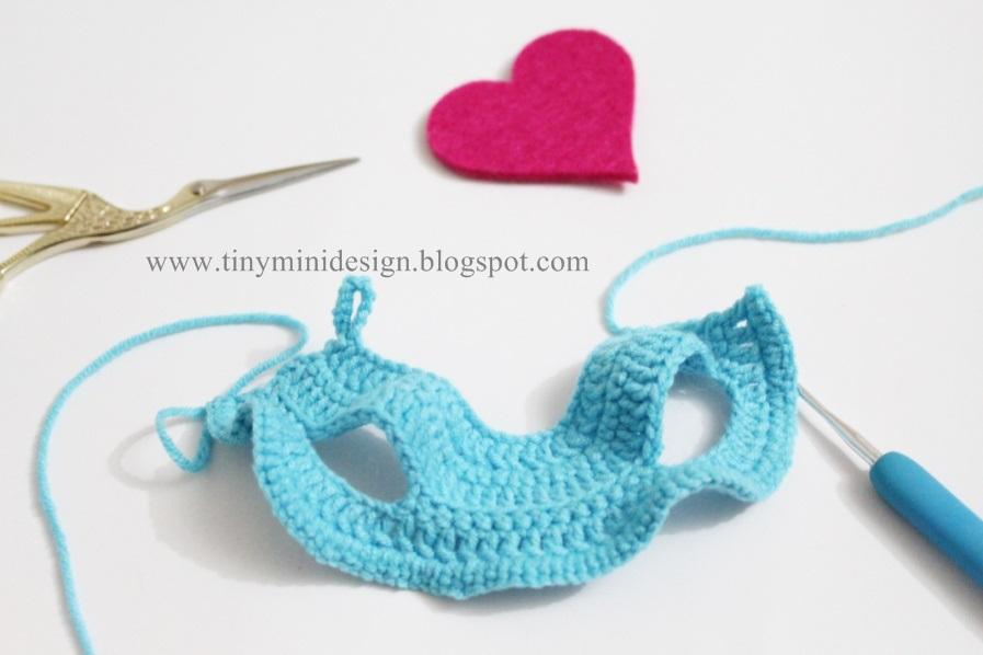 Free Crochet Doll Pattern- The Friendly Grace - thefriendlyredfox.com | 598x897