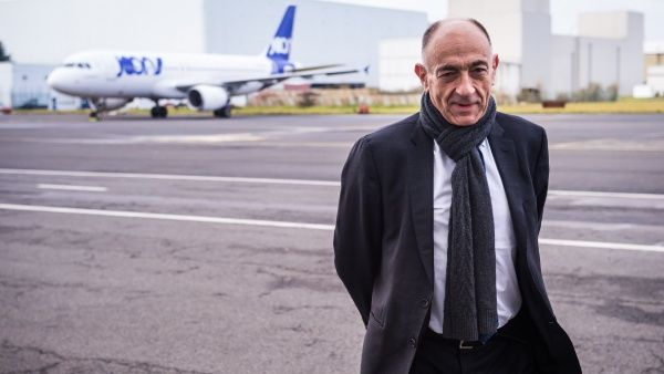 Dimite presidente de Air France por rechazo de acuerdo salarial