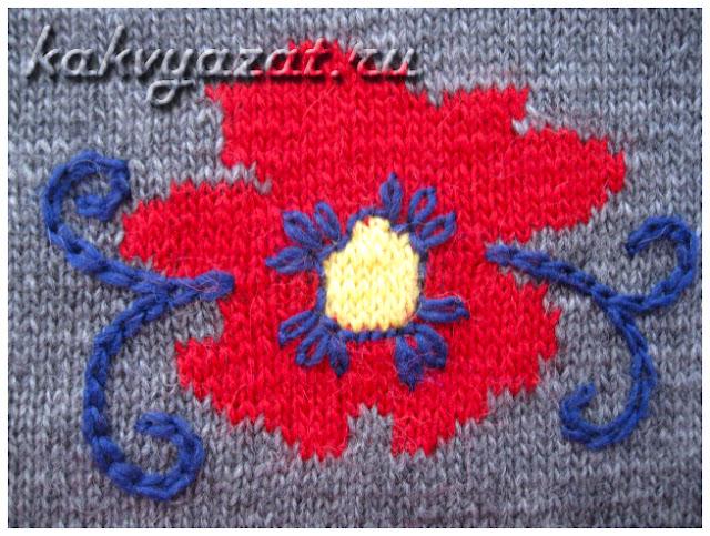 Цветок с вышивкой, выполненный в технике интарсия (крупный план).