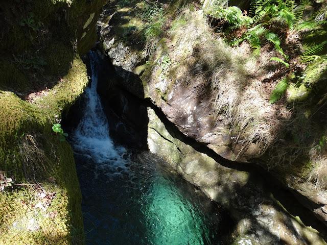 Pozo y Cascada en Grobas en Forcarei