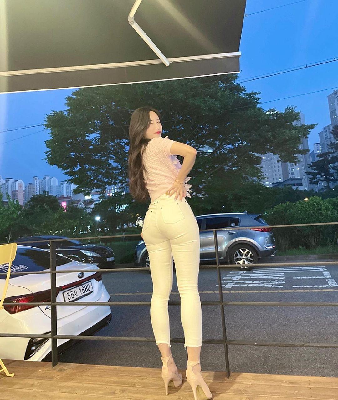 162cm 52kg 인스타녀의 뒤태 - 꾸르