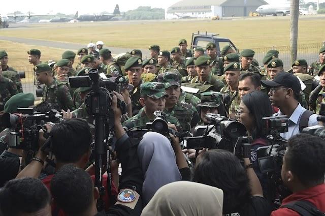 Panglima TNI Berikan Bea Siswa Kepada Johannes, Pemanjat Tiang Bendera 17-an