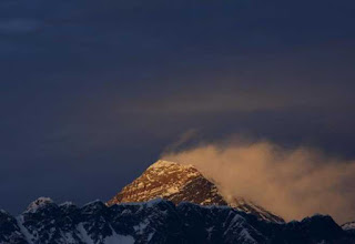 american-climber-dies-on-everest-indian-missing