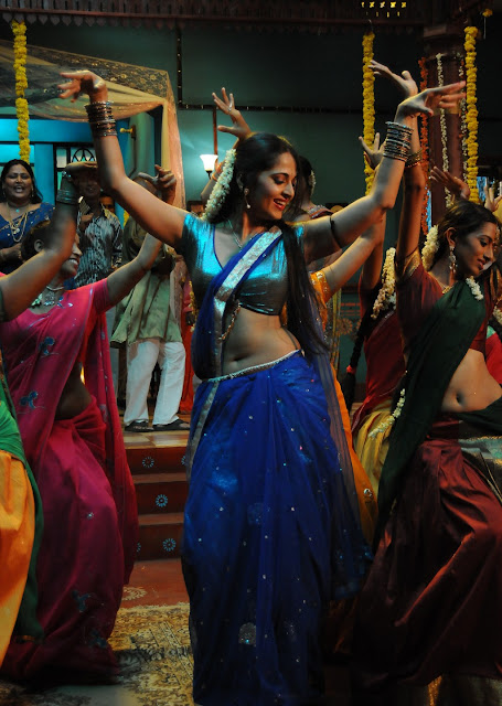 Decade Completed For Anushka shetty as Amalapuram Saroja in Vedam