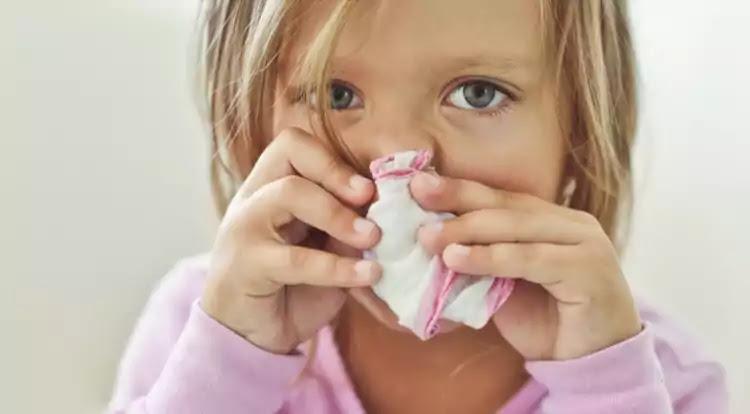 Sneezing sick kid, childhood illnesses