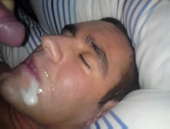 Mamando o proprio pau gozada facial