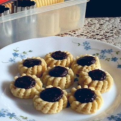 Fruit Tart Recipe  @ http://treatntrick.blogspot.com