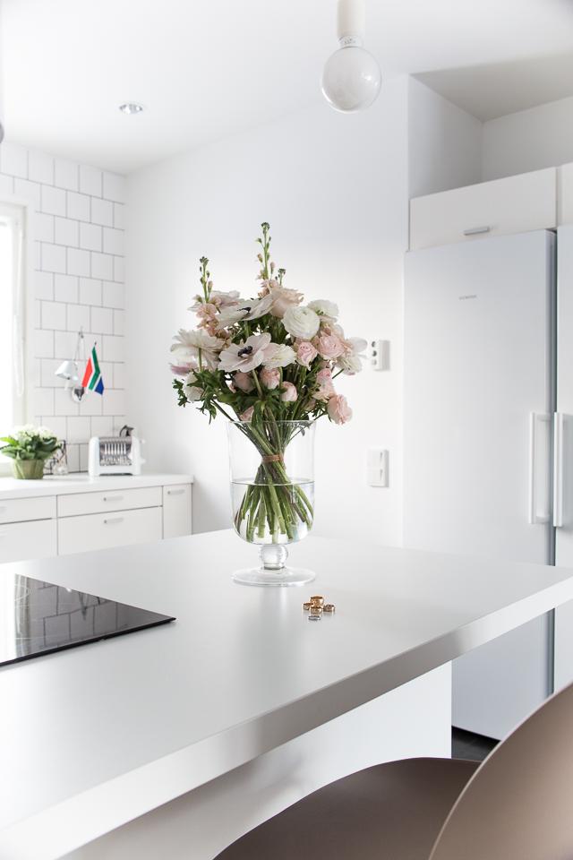 Jouluksi kukka-asetelma, Villa H, keittiön sisustus, koti, keittiö