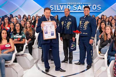 Silvio e os representantes da Academia (Crédito: Lourival Ribeiro/SBT)