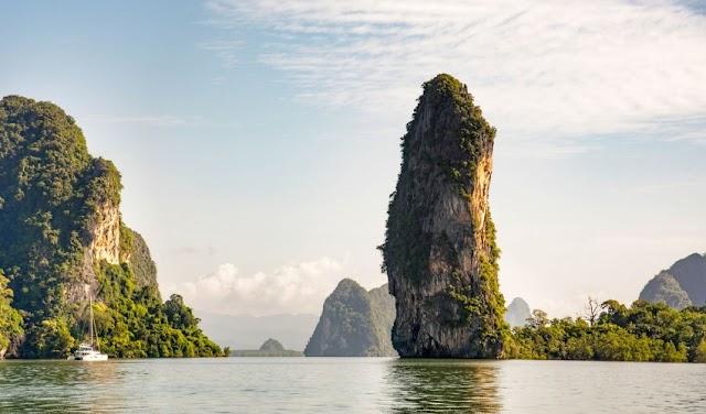 Coming to Phang Nga Bay to visit the island of James bond film