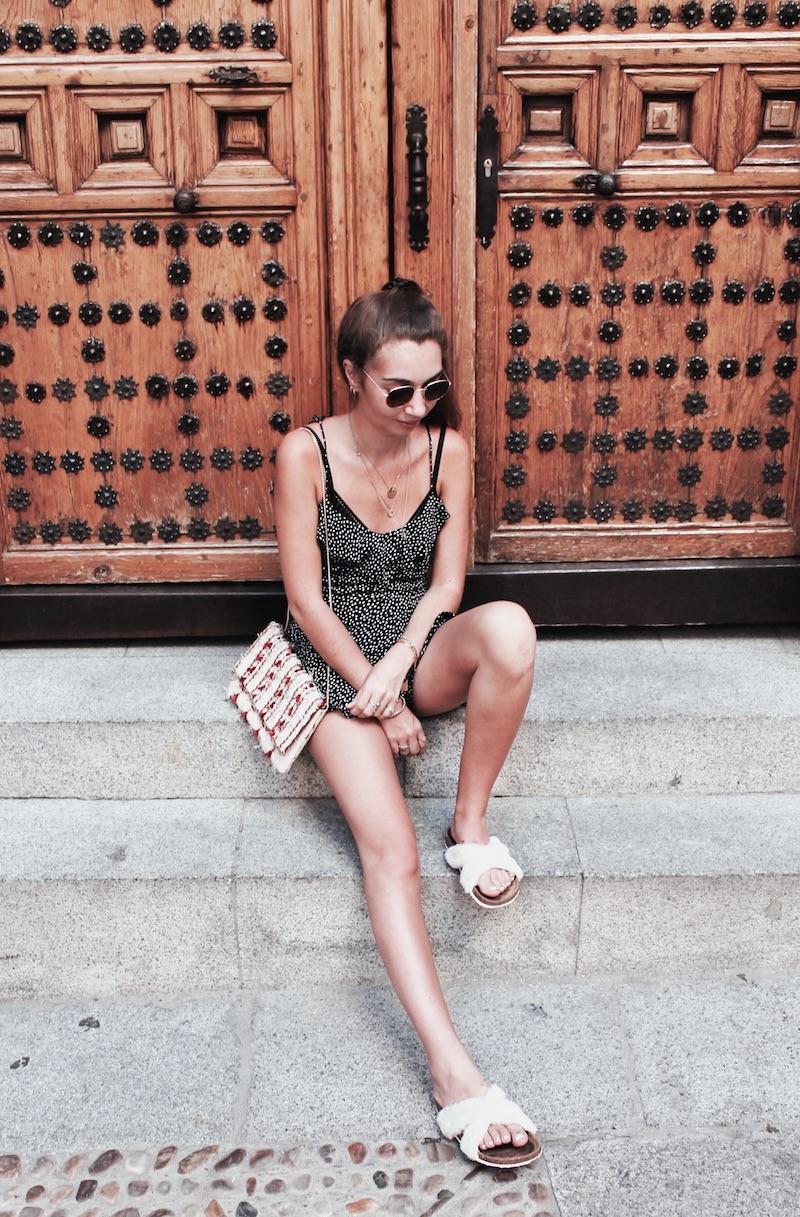 sandales fourrure street style Paris