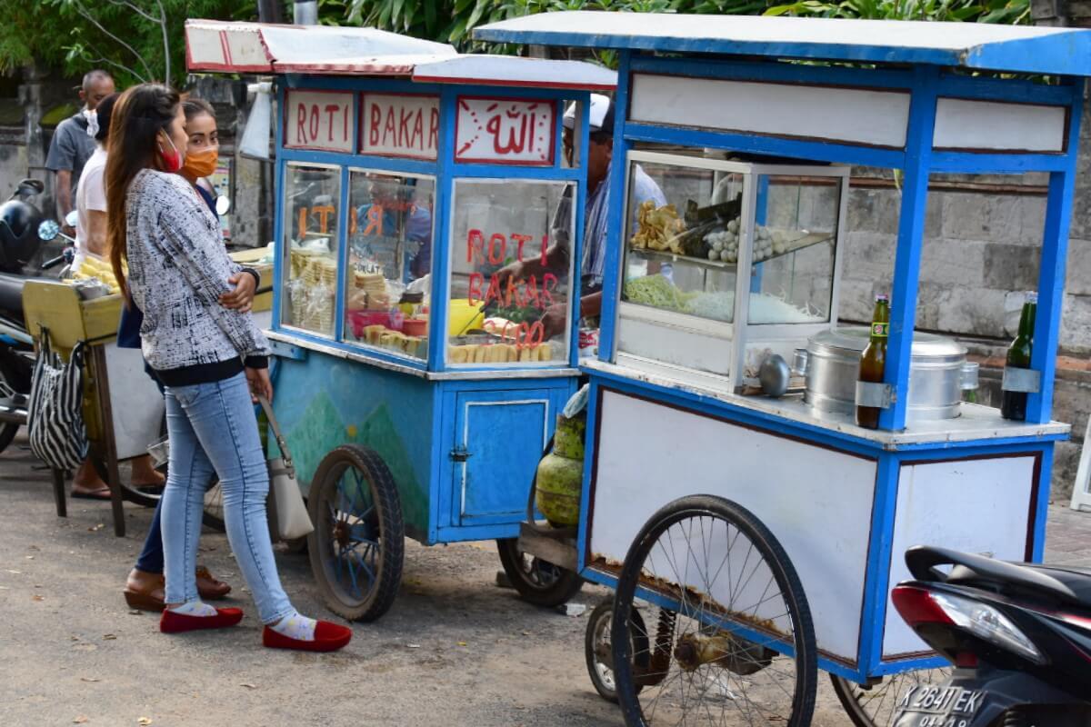Передвижное кафе на Бали