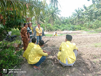 Mahasiswa KKN UNA Turun ke Lahan Pertanian Warga