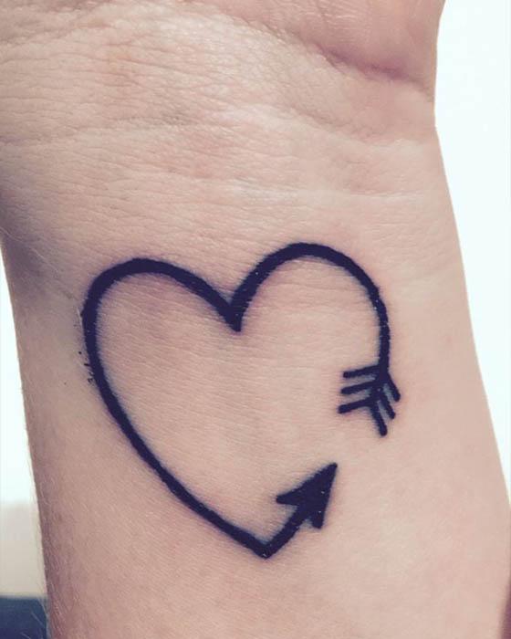 Ideas de tatuajes de corazón chiquitos que te haran ver angelical