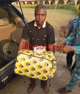 Ondo House of Assembly Paymaster Caught With N15m Raw Cash Loaded In'Ghana-Must-Go' Bag