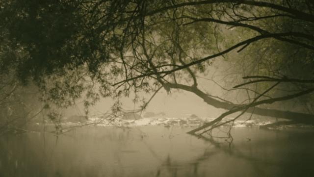 في النهر ترقد فتاة ....