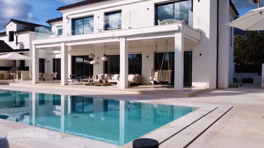 43 Interior Design Photos vs. Tour Casablanca, Marbella Luxury Modern Villa