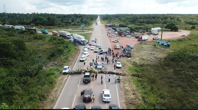 BR-364 e BR-425 seguem interditadas pelo 2° dia devido a protesto entre Rondônia e Acre