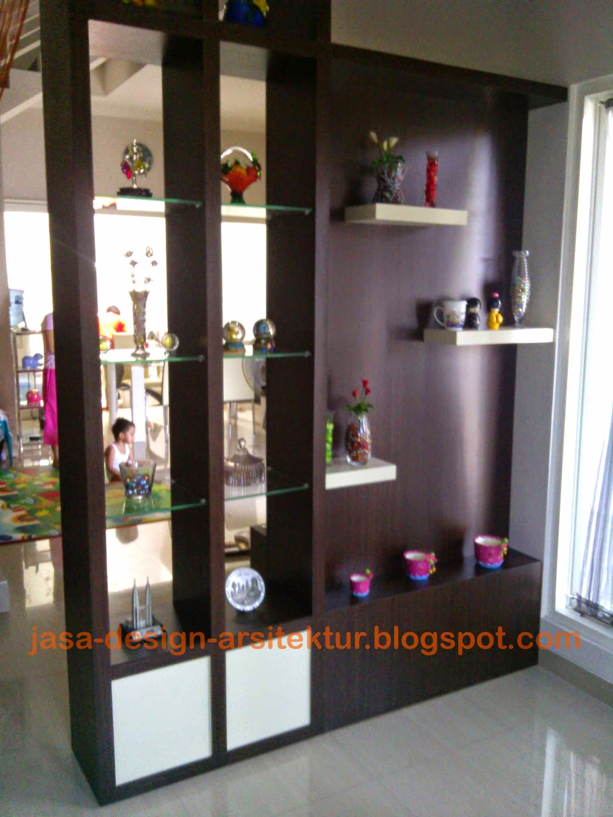 Kontraktor Interior Surabaya Sidoarjo lemari sekat minimalis