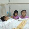 Perjuangan Mengharukan 2 Bocah Rawat Ibunya Pasien Kanker
