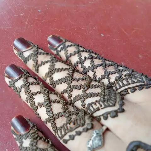 jaalidar-mehndi-design-for-girl-fingers