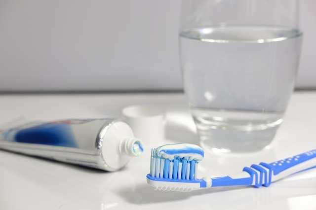 كيفية تنظيف الأسنان بطريقة صحيحة